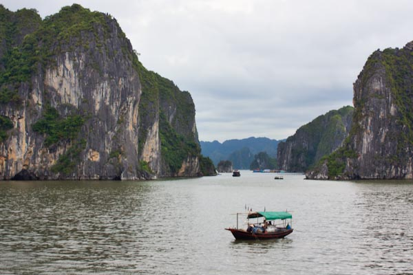 Nothing but hassles in Halong Bay, Vietnam