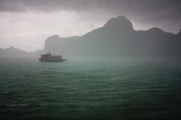 Traveling in Vietnam: Nothing But Hassles in Ha Long Bay